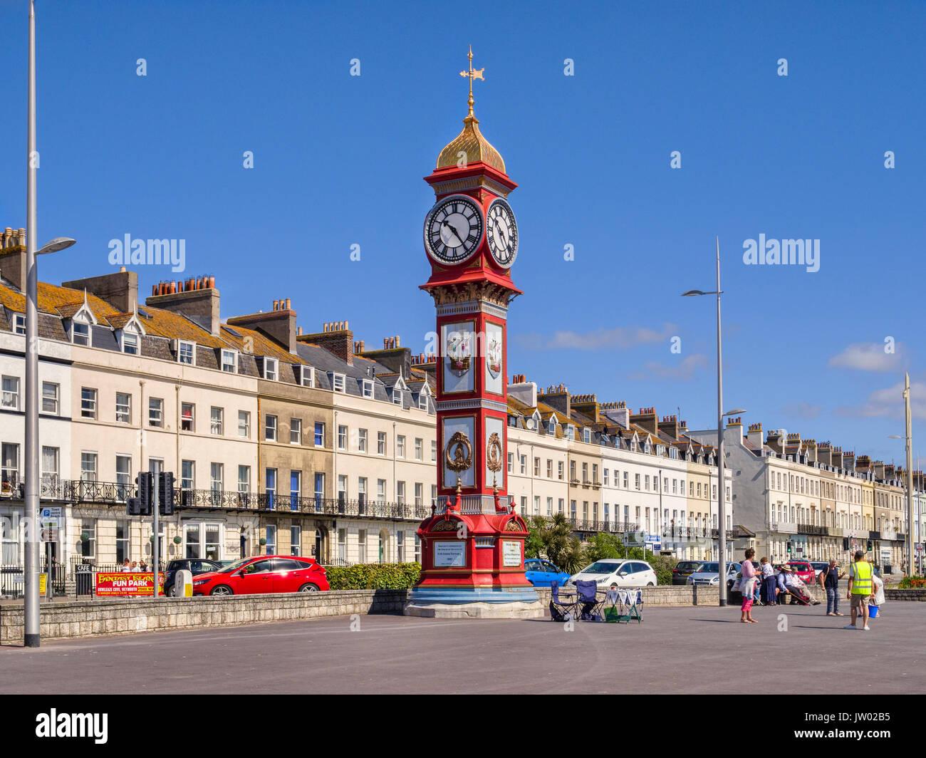 2 Juillet 2017: Weymouth, Dorset, England, UK - Le Jubilé Tour de l'horloge sur la promenade de Weymouth sur une belle journée ensoleillée avec ciel bleu clair. Photo Stock