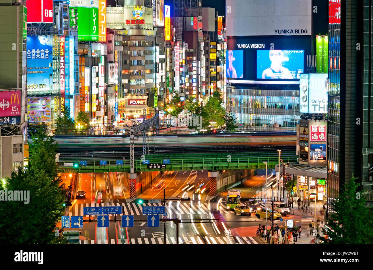 Japon Tokyo Shinjuku de nuit Kabukicho, temple Yasukuni Dori Photo Stock