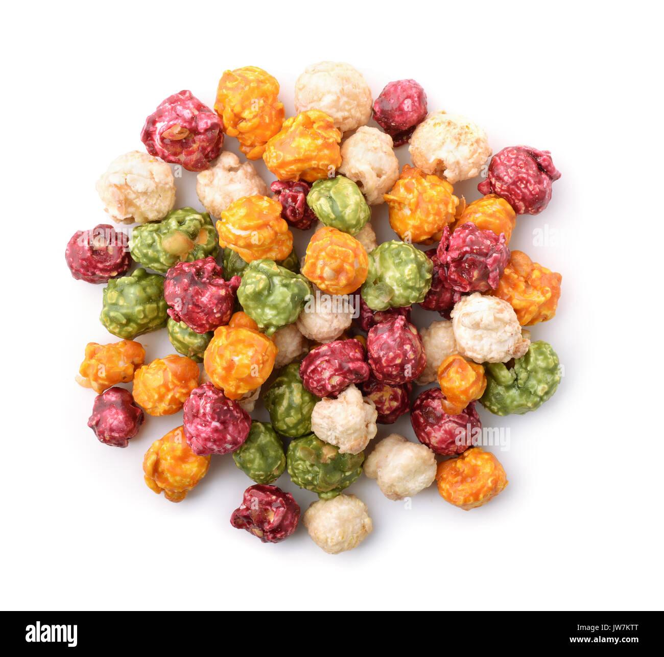 Vue de dessus du maïs soufflé coloré isolated on white Photo Stock