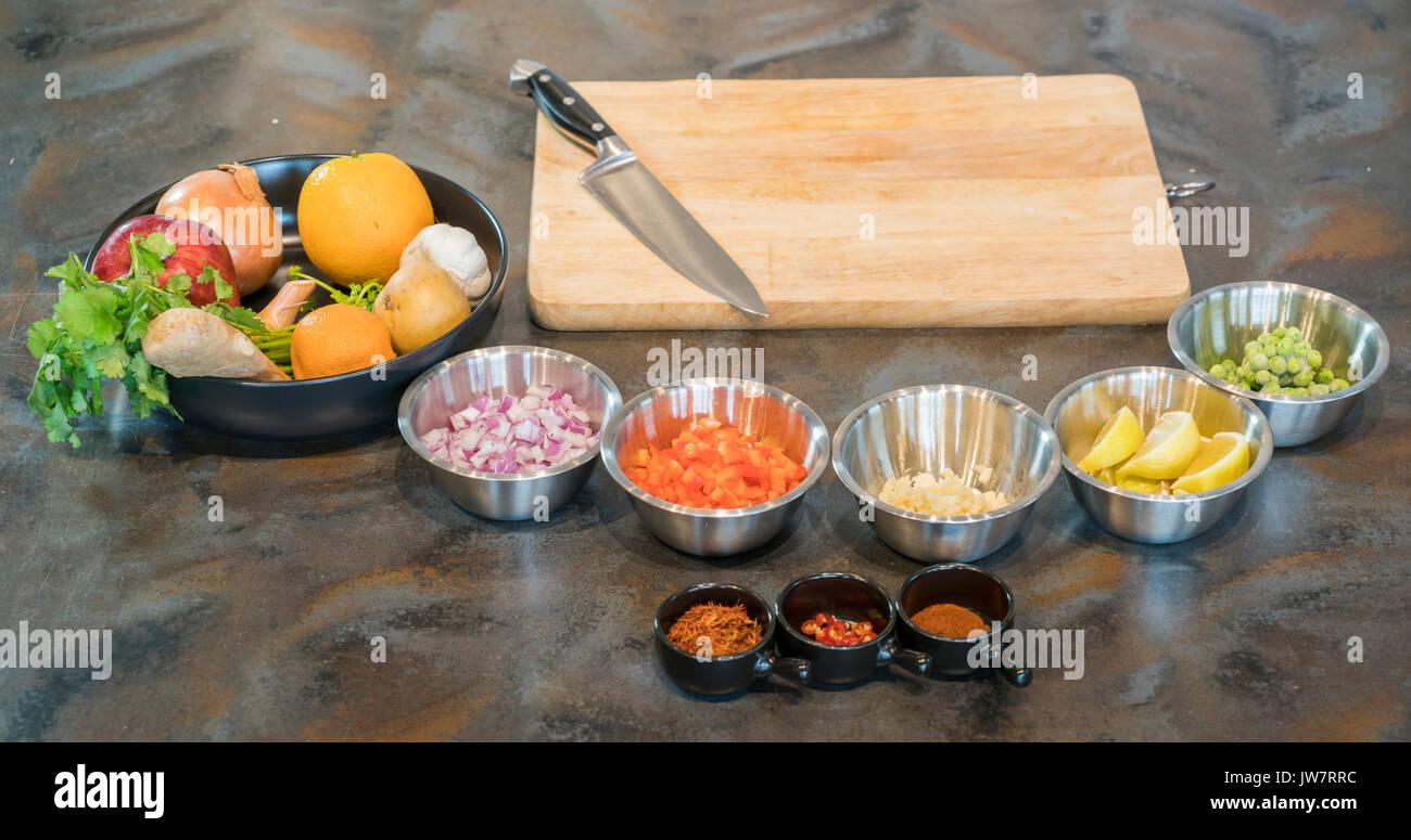 Autre ingrédient alimentaire avec le couteau à découper, prêt à préparer la nourriture Banque D'Images