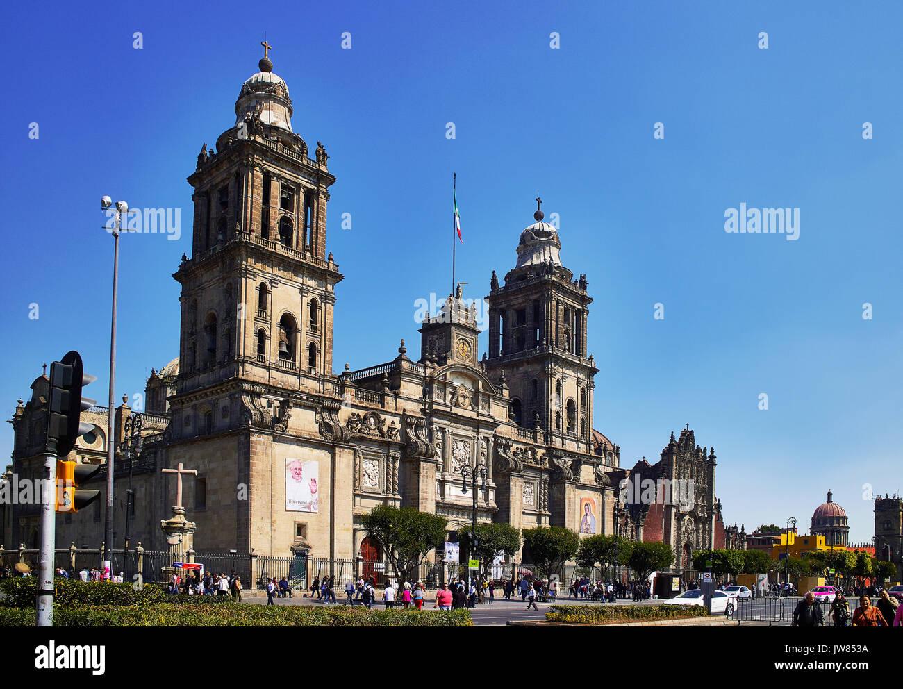 Amérique latine, Mexique, Mexico; Centre historique; le Zocalo o la place de la Constitution, la cathédrale et le Sagrario Photo Stock