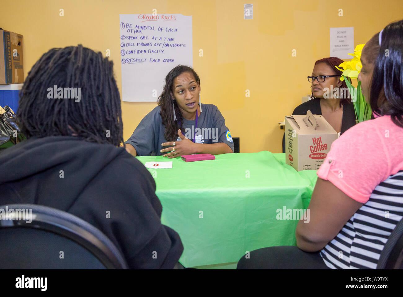 Charlotte, Caroline du Nord - Le Cercle de parents, un groupe de soutien qui se réunit au centre de Bethléem. Le centre dessert les familles à faible revenu de Charl Photo Stock