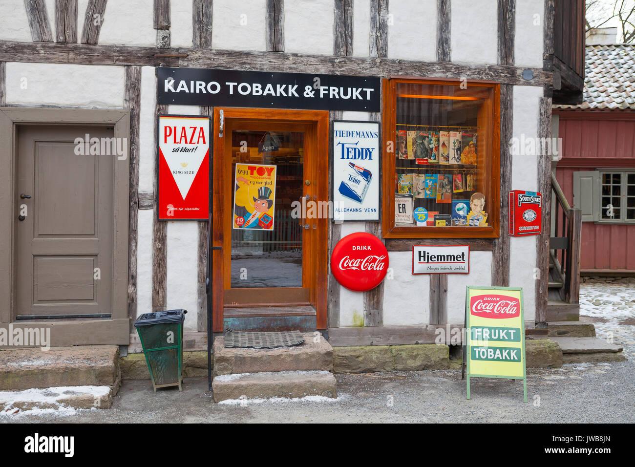 OSLO, Norvège - 28 févr. 2016: Vintage boutique alimentaire ville norvégienne. Les anciens temps dans l'histoire du Musée de la culture norvégienne Photo Stock