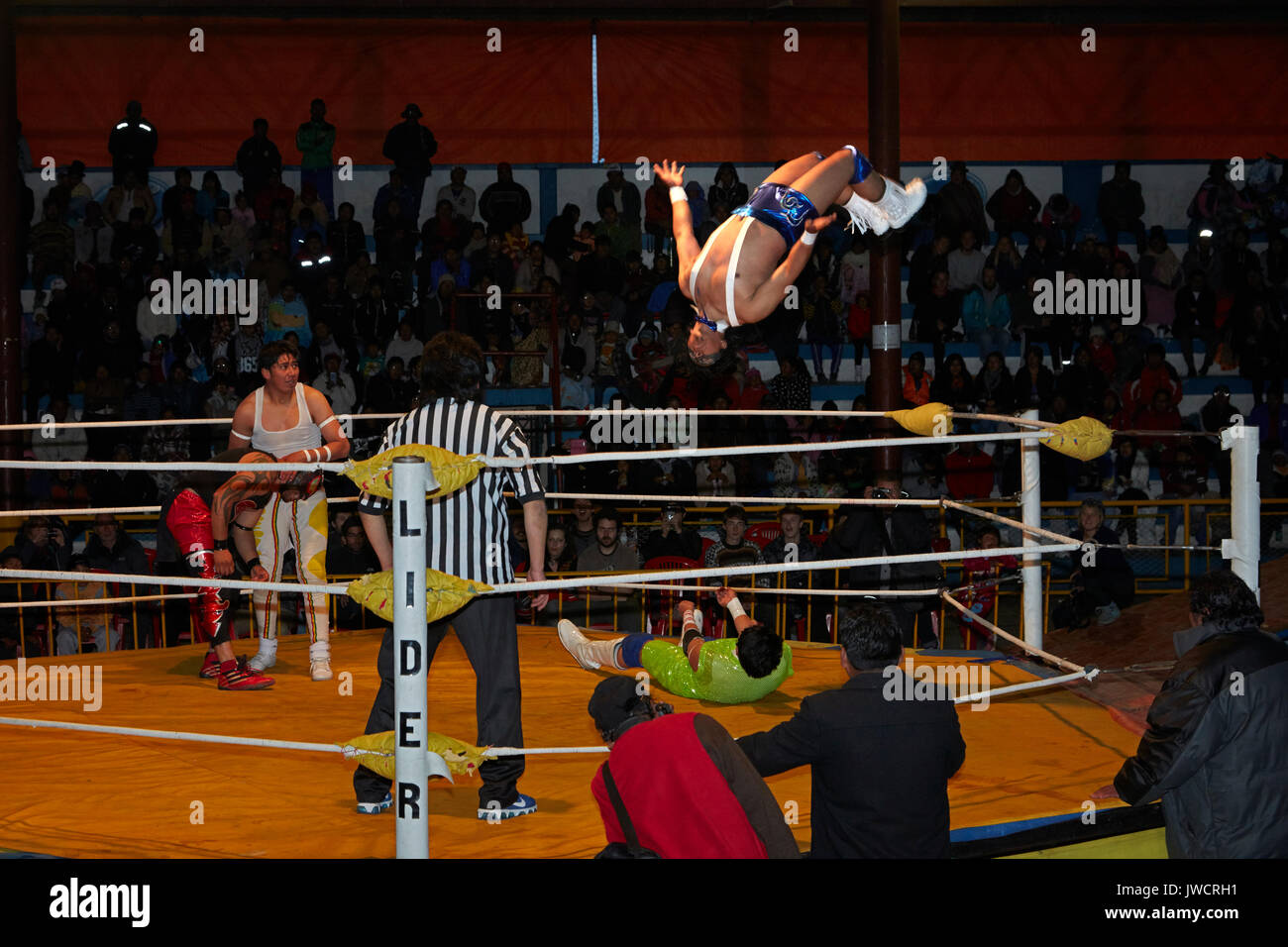 Lutteurs masculins au Wrestling Cholitas, El Alto, La Paz, Bolivie, Amérique du Sud Photo Stock
