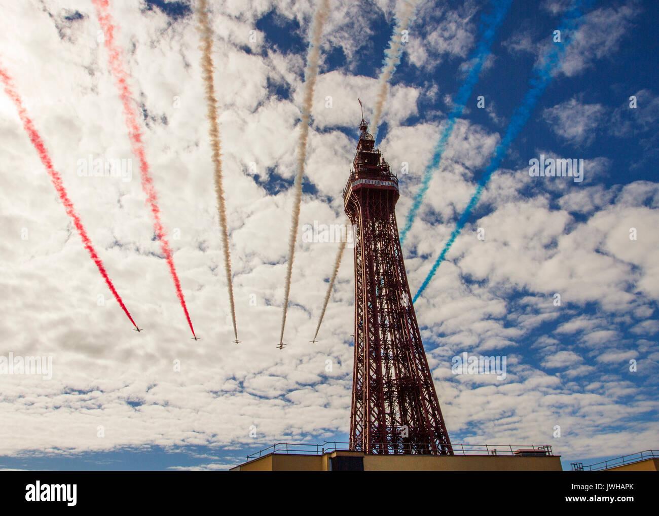 Blackpool, Lancashire, Royaume-Uni. 12Th Aug 2017. Les flèches rouges à Blackpool Air Show. /AlamyLiveNews MediaWorldImages crédit; Banque D'Images
