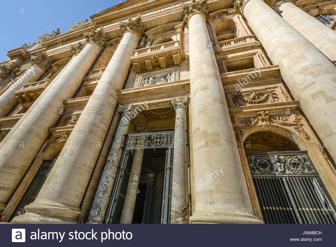 Façade extérieure avant de la Basilique St Pierre dans la Cité du Vatican, Rome, Italie Photo Stock