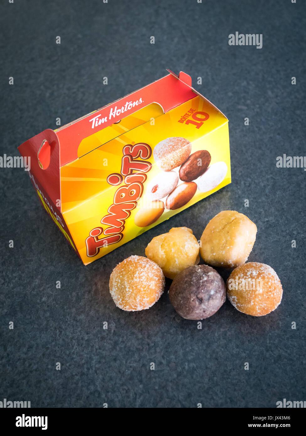 (Trous de beignes Timbits, des trous de beignes de Tim Hortons, une populaire chaîne de restauration rapide canadienne. Photo Stock