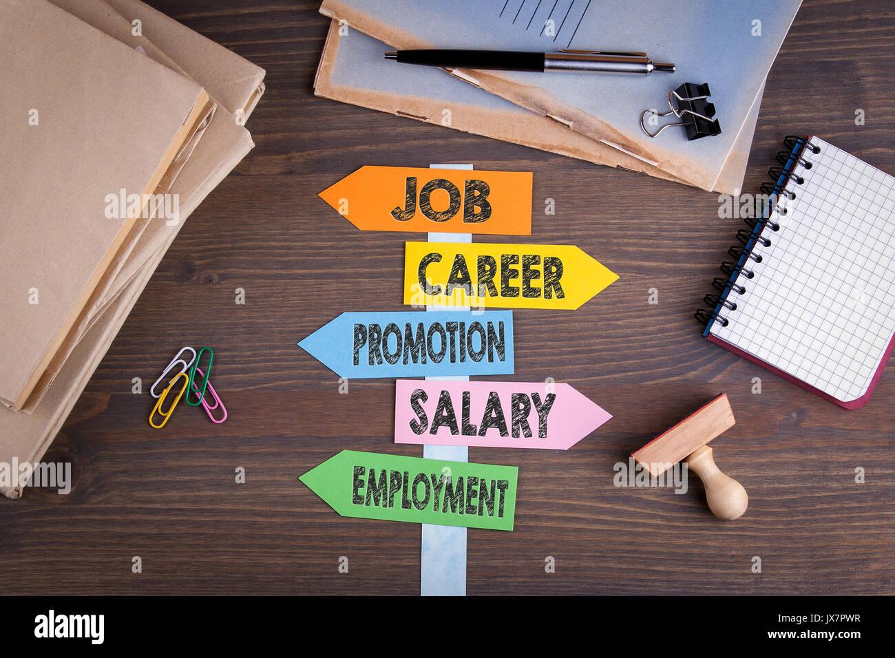 Concept d'emploi. Panneau de papier sur un bureau en bois. Photo Stock