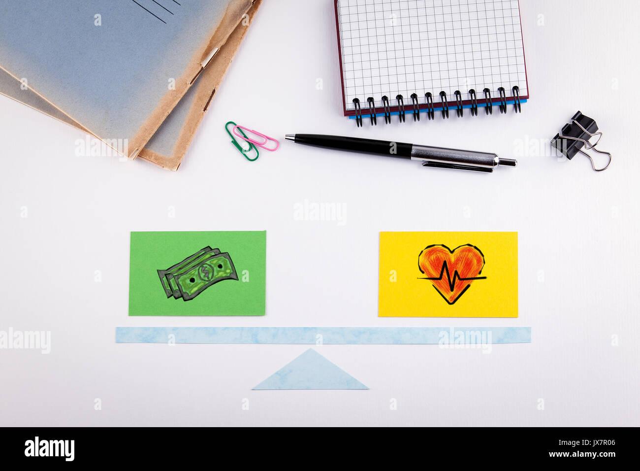 Équilibre travail-vie concept. L'échelle de papier sur un tableau blanc. Banque D'Images
