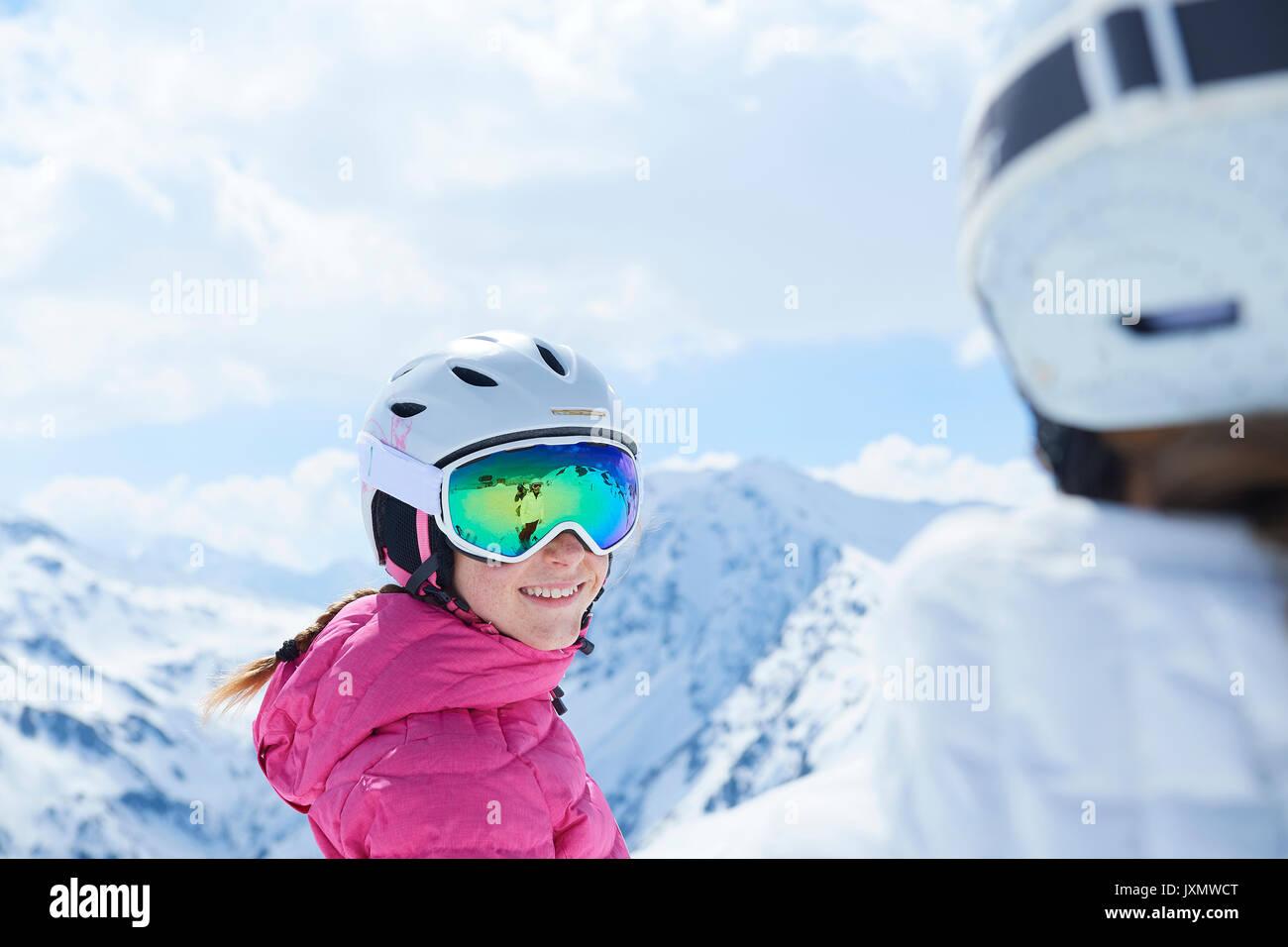 Mère et fille sur des vacances de ski, Hintertux, Tyrol, Autriche Photo Stock