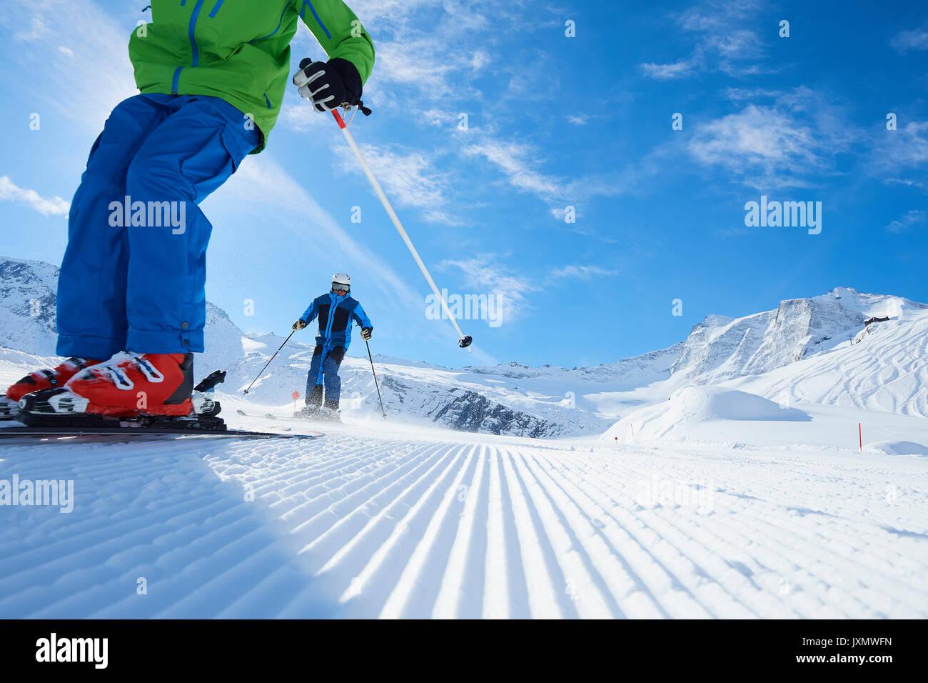 Père et fils sur des vacances de ski, Hintertux, Tyrol, Autriche Photo Stock