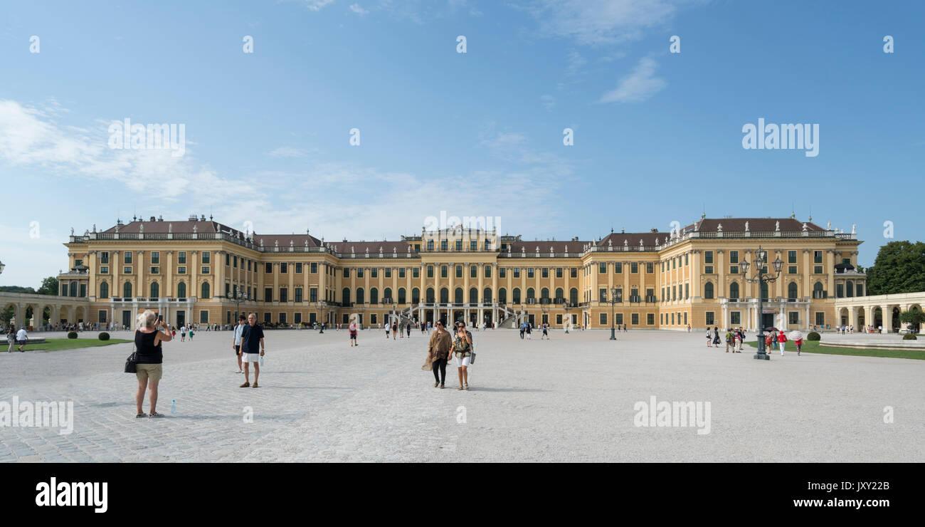 Une vue extérieure du palais Schönbrunn à Vienne Photo Stock