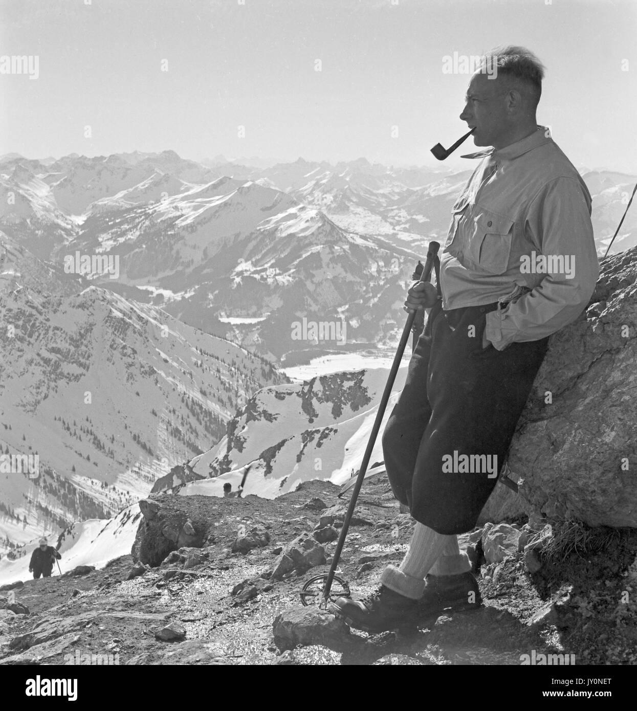 Présentation d'Olaflegros  Randonneur-debout-sur-la-montagne-haut-de-pipe-jy0net