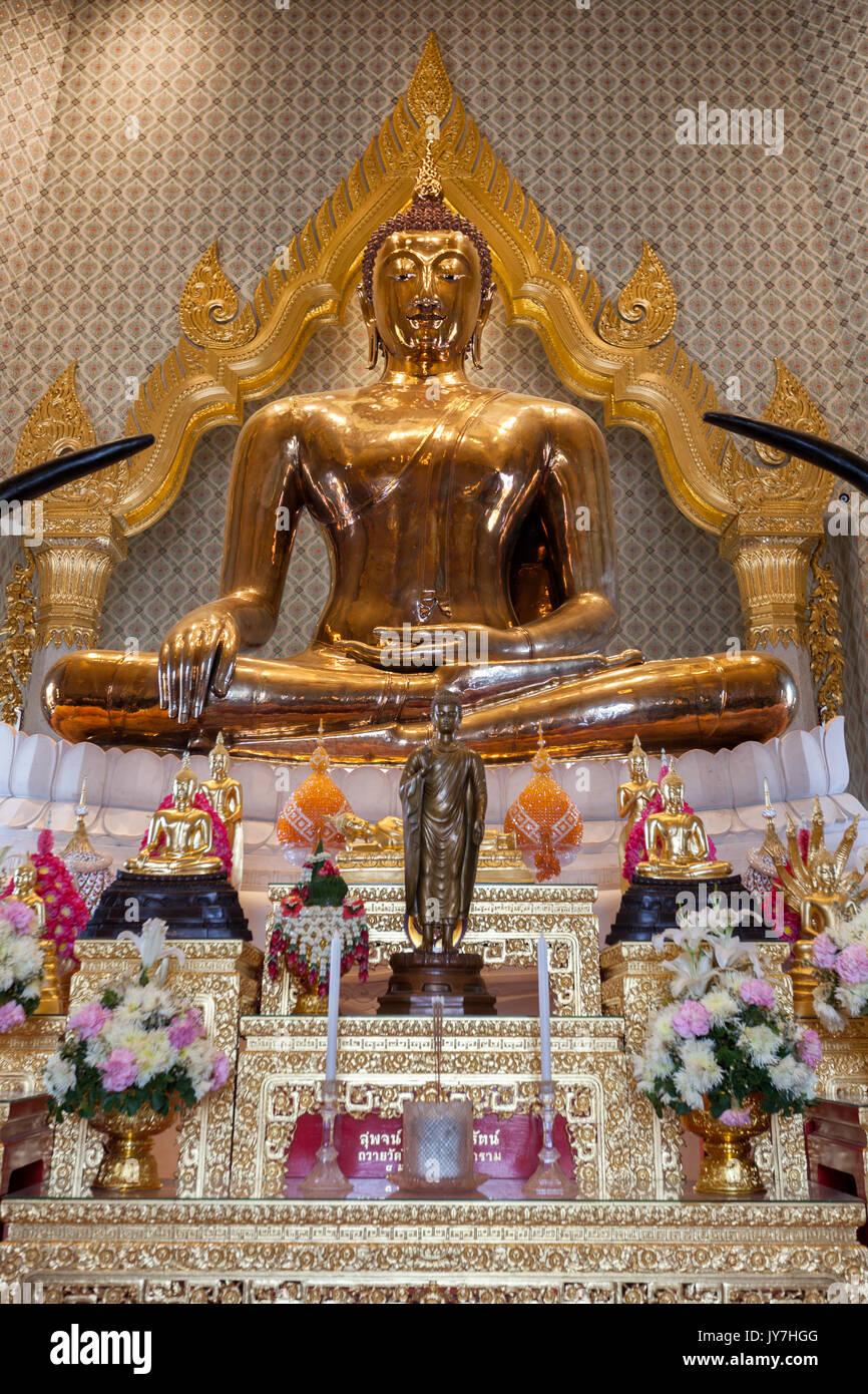 Statue de Bouddha en or pur à Wat Traimit temple dans Chinatown, Bangkok, Thaïlande Photo Stock