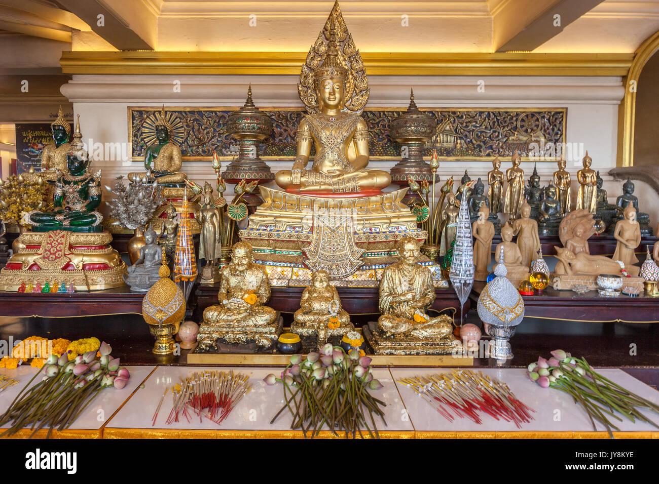 Statue de Bouddha au temple de Wat Saket, mont d'or ou la montagne, Bangkok, Thaïlande Photo Stock