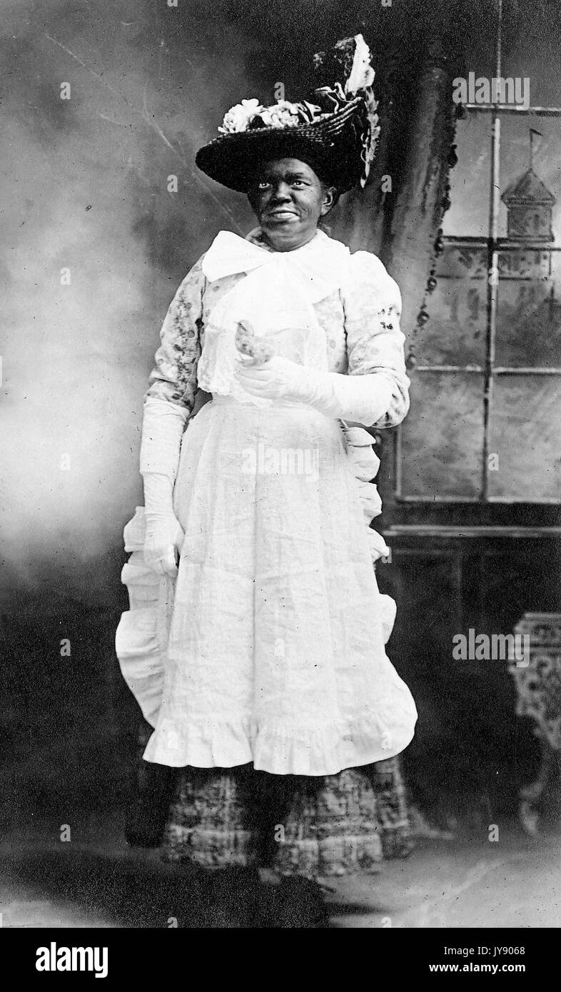 Permanent pleine longueur portrait of mature african american woman fa78132ad1a