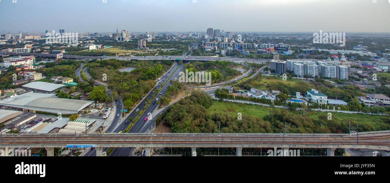 La plus proche à l'aéroport de Suvarnabhumi, à Bangkok Srinakarin Road, Pattanakarn Photographie aérienne Banque D'Images