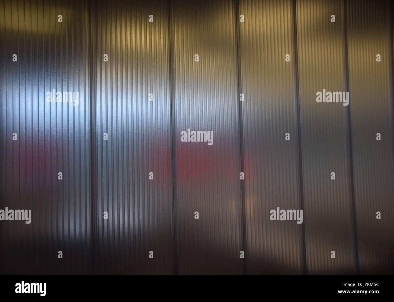 cloison en plastique transparent avec des reflets, mur, en verre