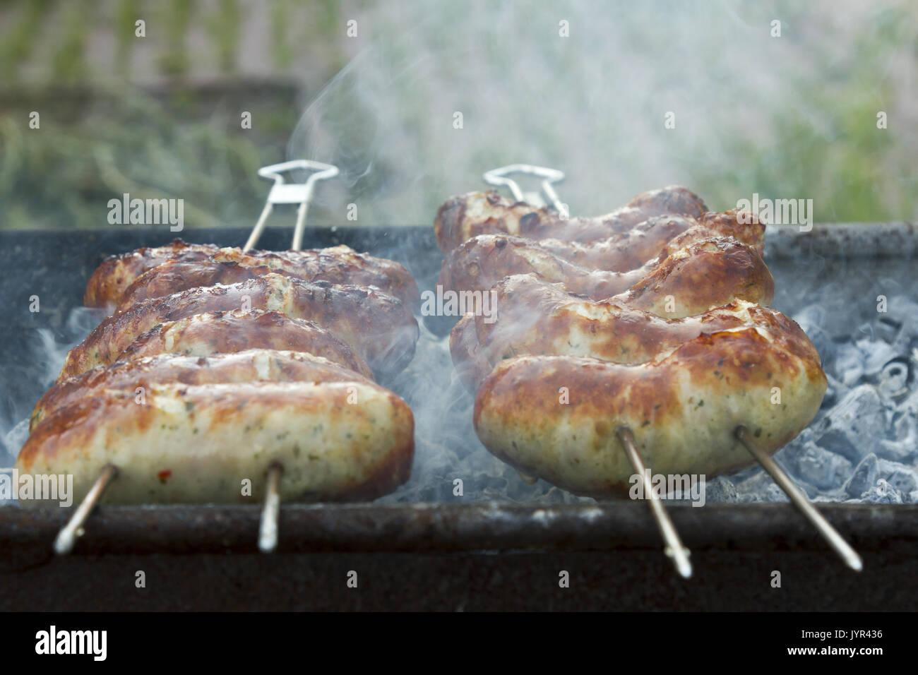 Saucisses grillées sur barbecue Photo Stock