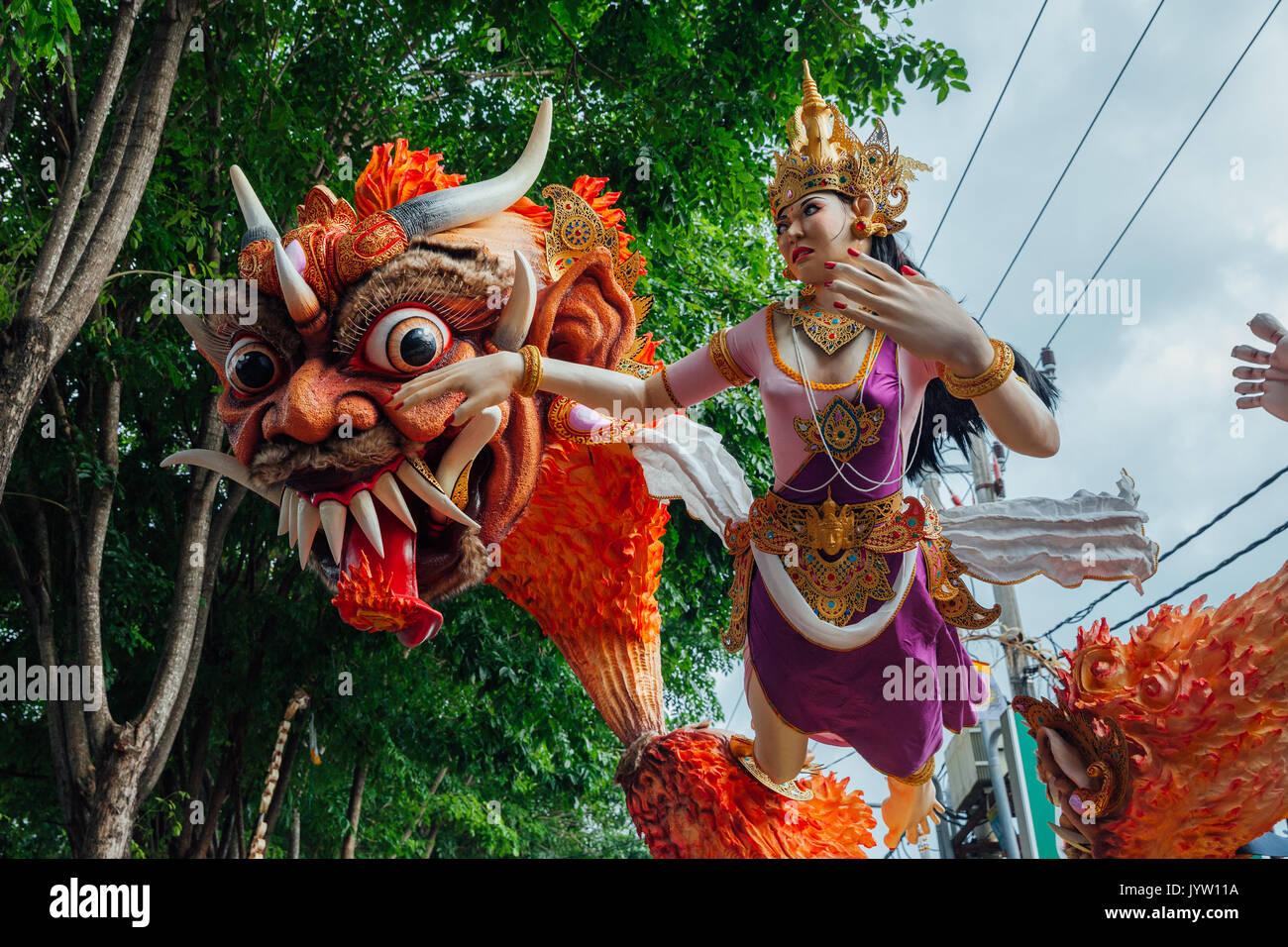 Bali, Indonésie - Mars 08, 2016: Ogoh-Ogoh de statues dans la parade pendant les célébrations du Nouvel An balinais sur 08 mars 2016 à Bali, Indonésie. Photo Stock