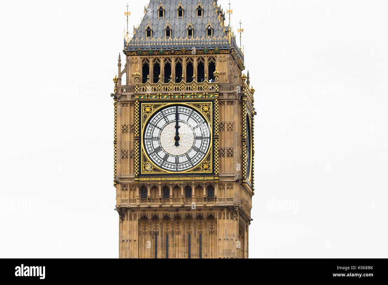 Londres, Royaume-Uni. 21 août 2017. L'horloge à la mi-journée au Palais de Westminster que Big Ben sonne pour la dernière fois. Big Ben's bongs tombera le silence à partir d'aujourd'hui en raison d'importants plans de rénovation qu'il s'arrête de sonner pendant un maximum de quatre ans. Credit: Londres pix/Alamy Live News Photo Stock