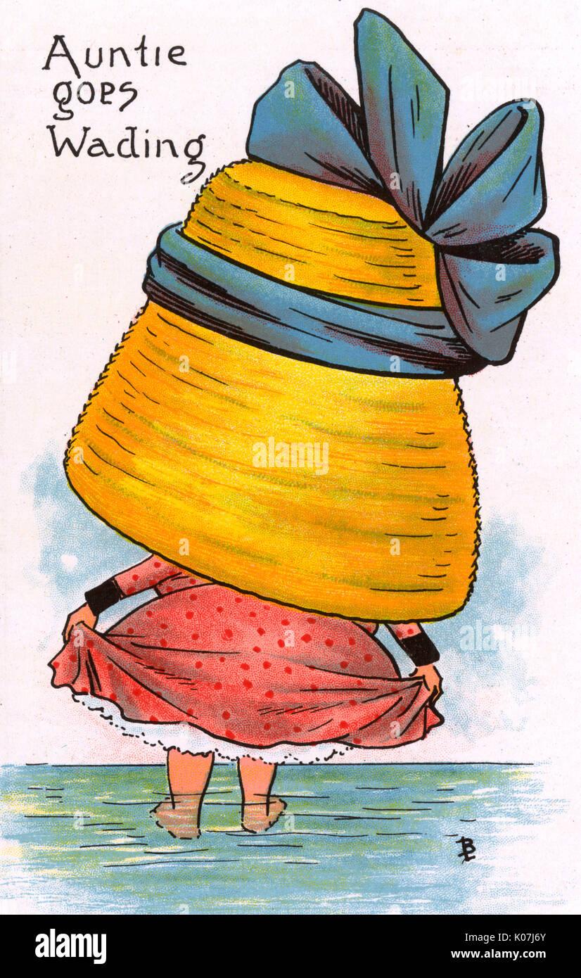 Carte postale bd - satire sur le penchant pour les femmes de porter des chapeaux de grandes et enveloppant durng de cette période. Ma tante va marcher (1/6). Date: vers 1900 Photo Stock