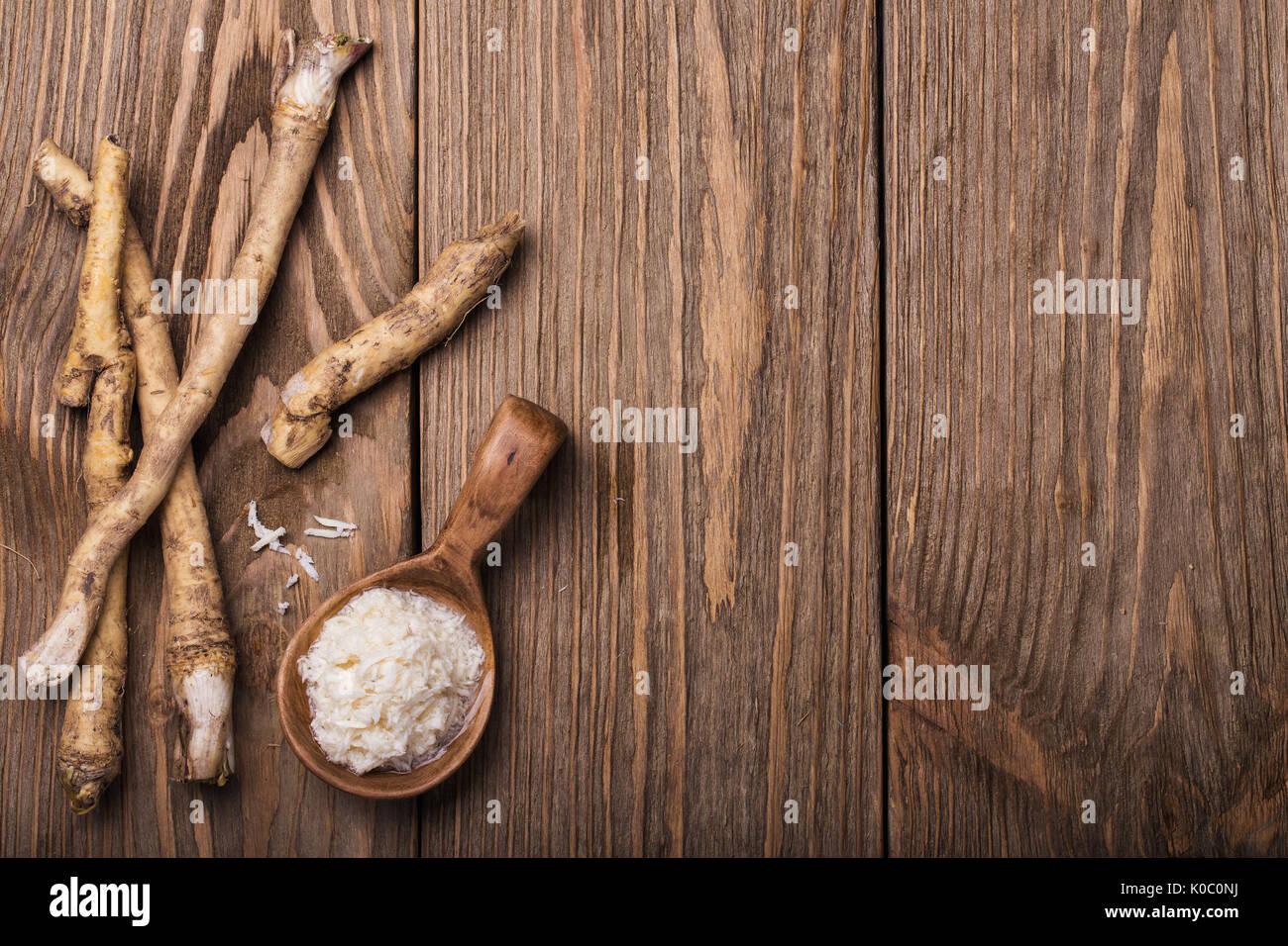 Assaisonnement de raifort râpé avec l'espace pour le texte Photo Stock