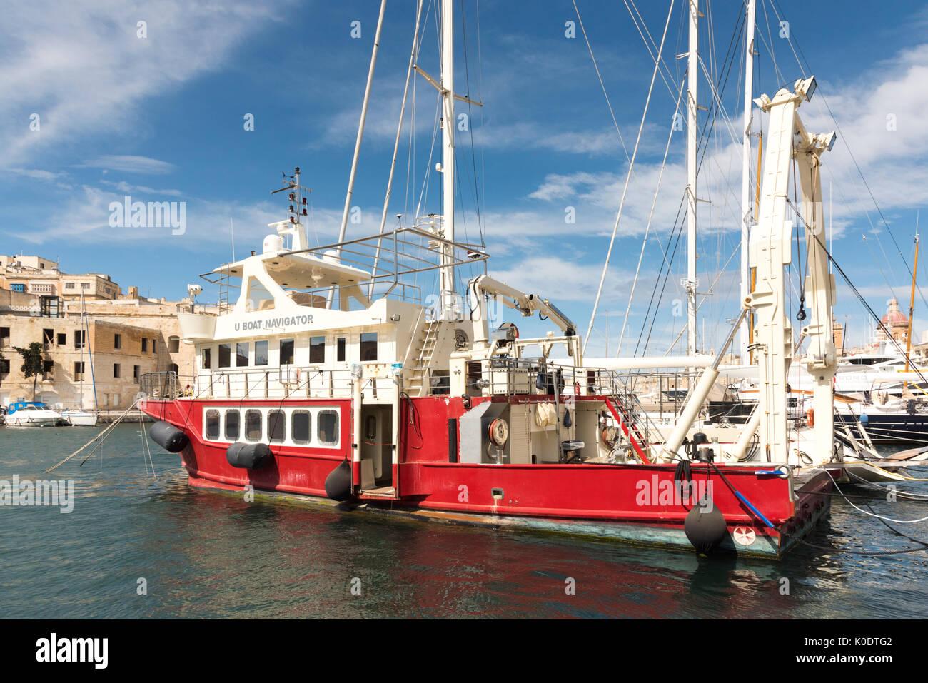 Le U boat Navigator un navire de soutien de plongée amarré dans le Grand Port à Birgu Malte Photo Stock