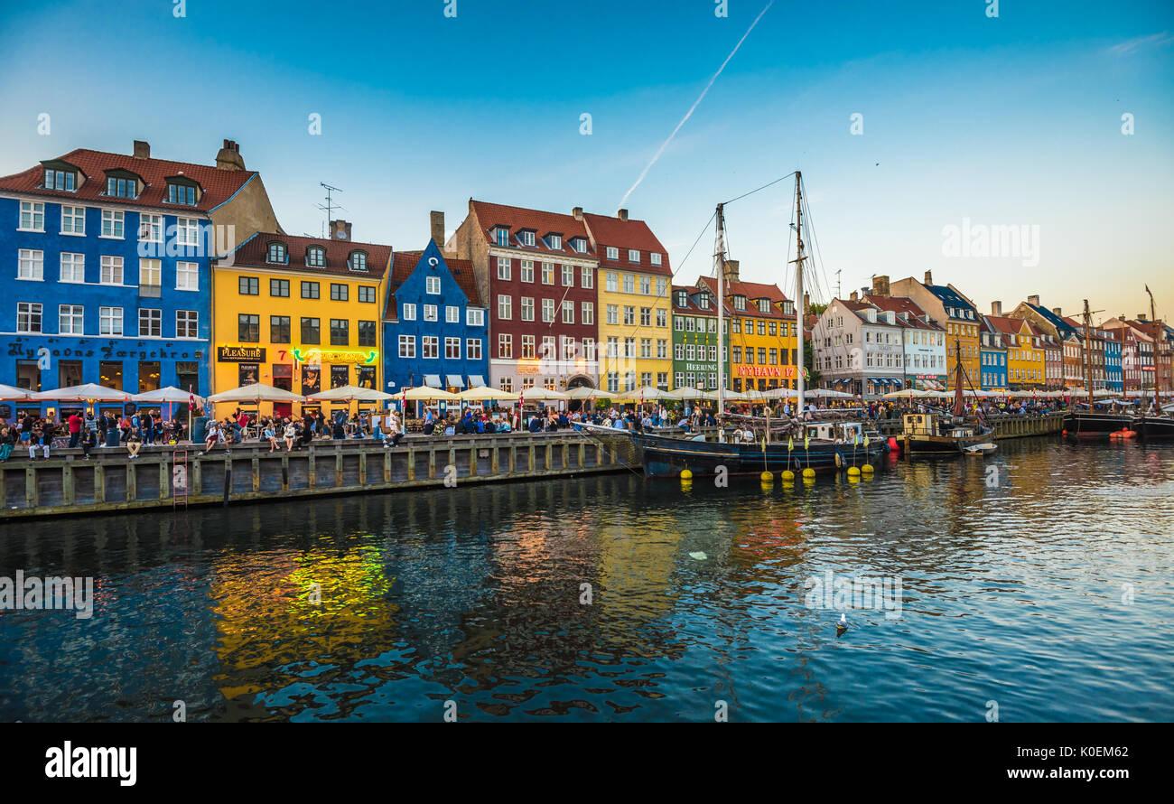 Quartier de Nyhavn est un des monuments plus célèbres de Copenhague, Danemark Photo Stock