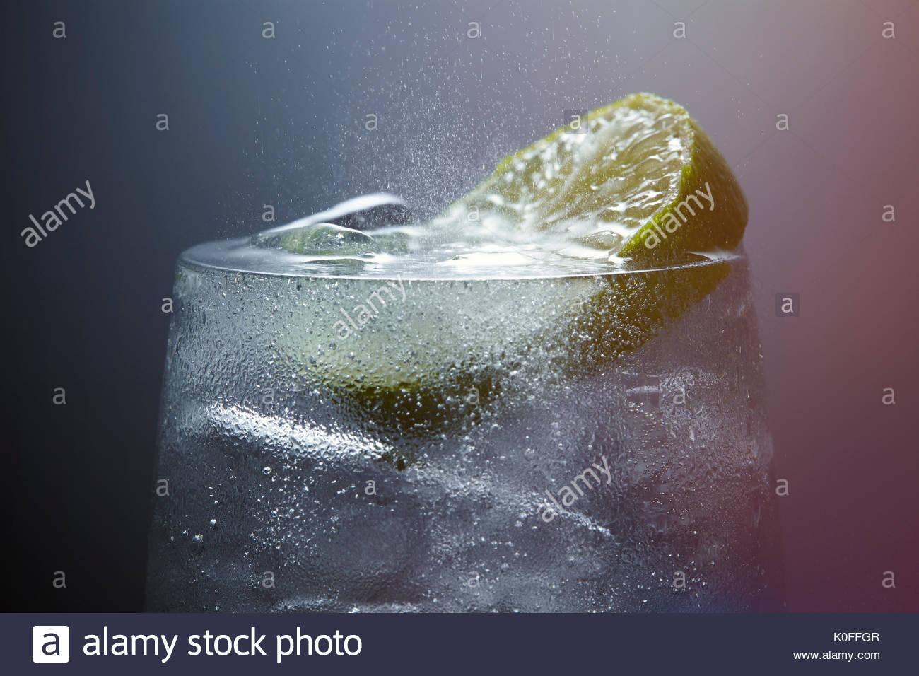 Fizzy drink Gin Tonic avec la chaux Photo Stock