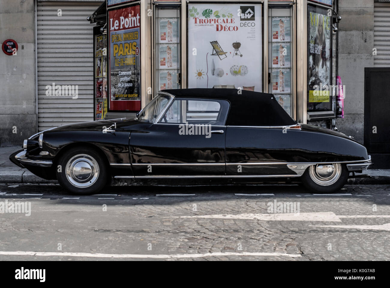 citroen ds convertible photos citroen ds convertible images alamy. Black Bedroom Furniture Sets. Home Design Ideas
