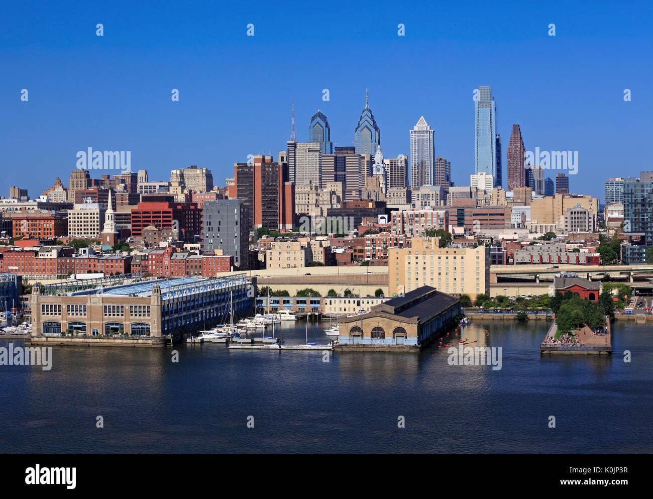 Philadelphia skyline et la rivière Delaware, USA Photo Stock