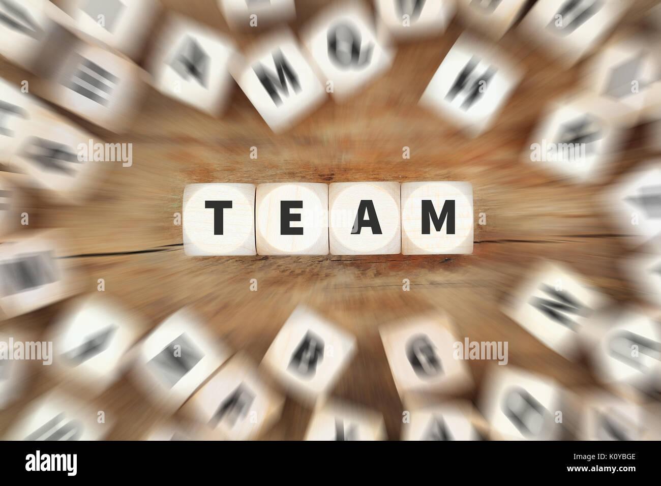 Le succès d'équipe de l'équipe ensemble réussi d'affaires idée concept dés Photo Stock