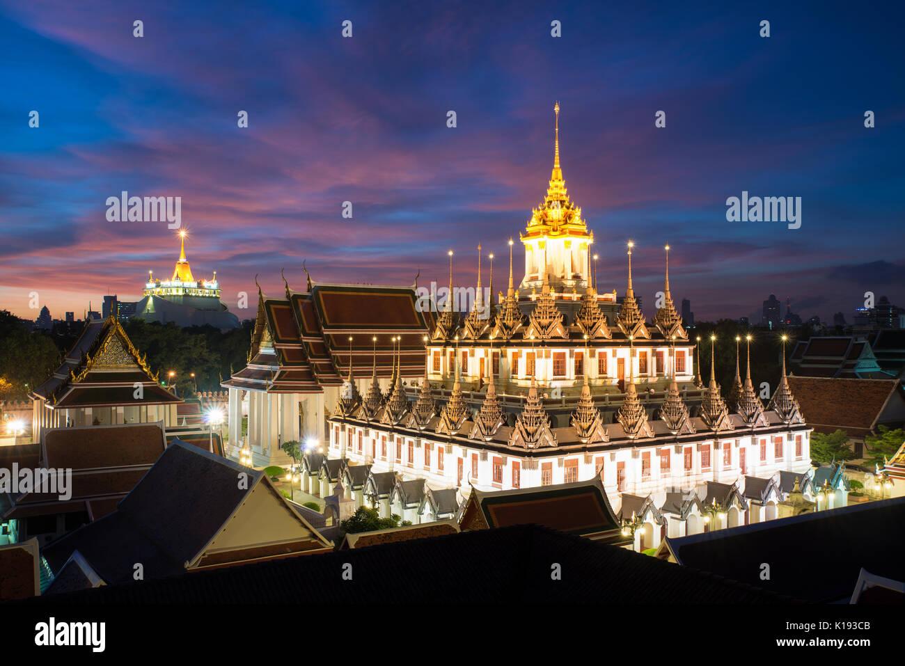 Temple Wat Ratchanatdaram et Château de métal à Bangkok, Thaïlande Banque D'Images