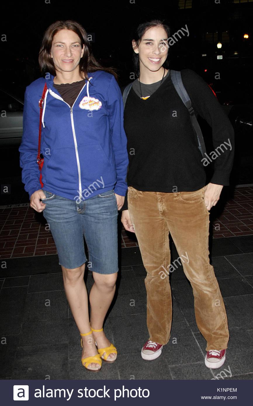 Laura et Sarah Silverman. Sarah Silverman et sa sœur, Laura Silverman, sont  repérés en arrivant à la Colère de Con Partie au Hard Rock Hotel de San  Diego, ... 61df70972a4