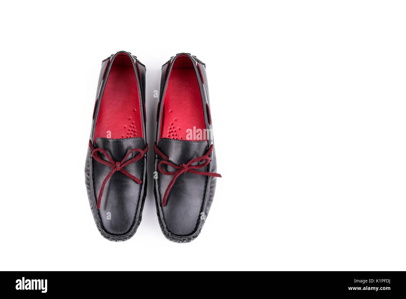 bd9ee3d23527b Rouge et noir élégant chaussures mocassins en cuir paire isolé sur fond  blanc du haut Photo