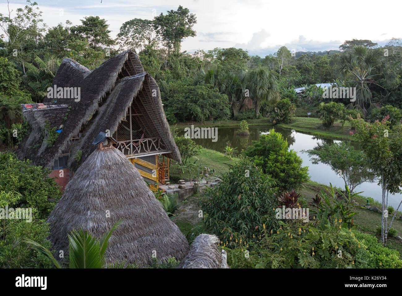 6 juin 2017, l'Équateur Misahualli: Bâtiments écologiques faites de bambou dans la région amazonienne Photo Stock