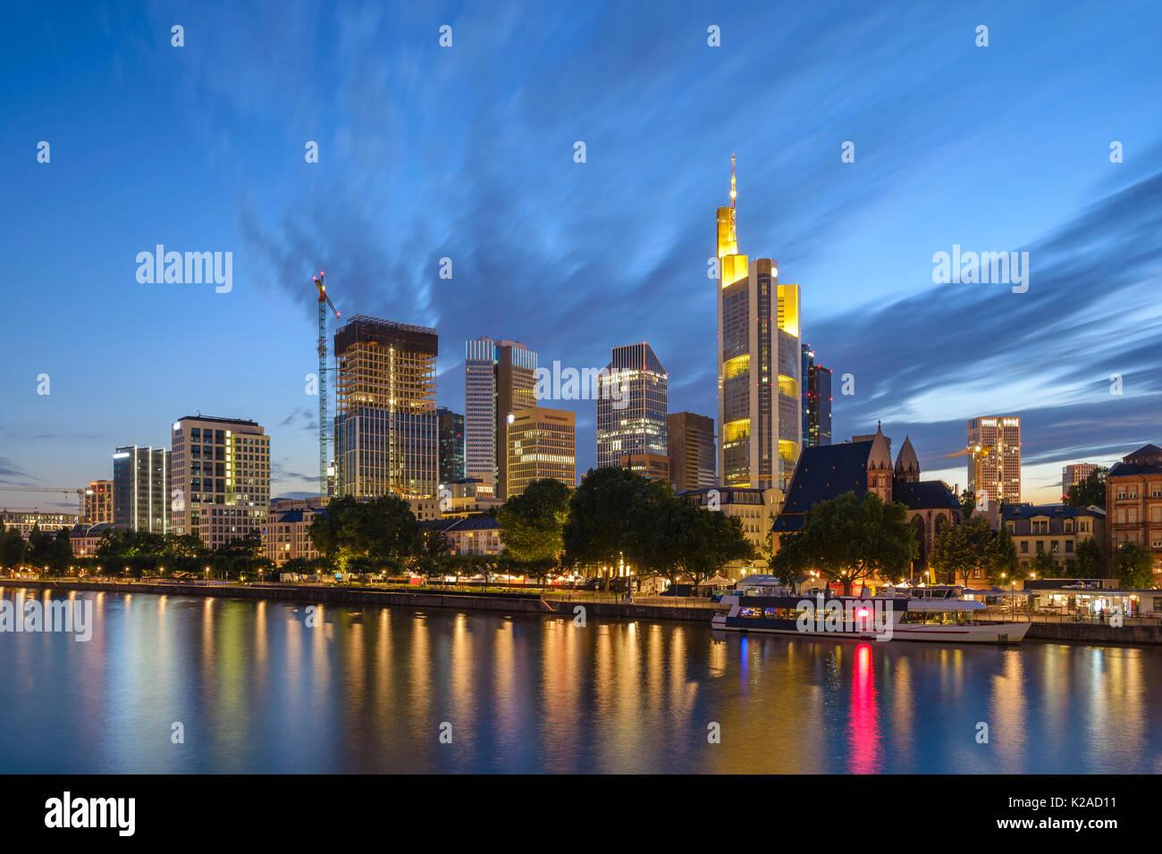Nuit sur la ville de Francfort au quartier des affaires, Francfort, Allemagne Photo Stock