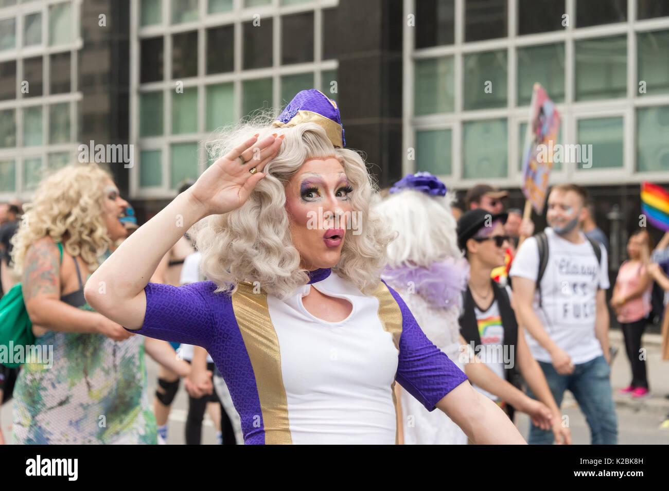 Montréal, le 20 août 2017: drag queen qui prennent part à la parade de la Fierté gaie de Montréal Photo Stock