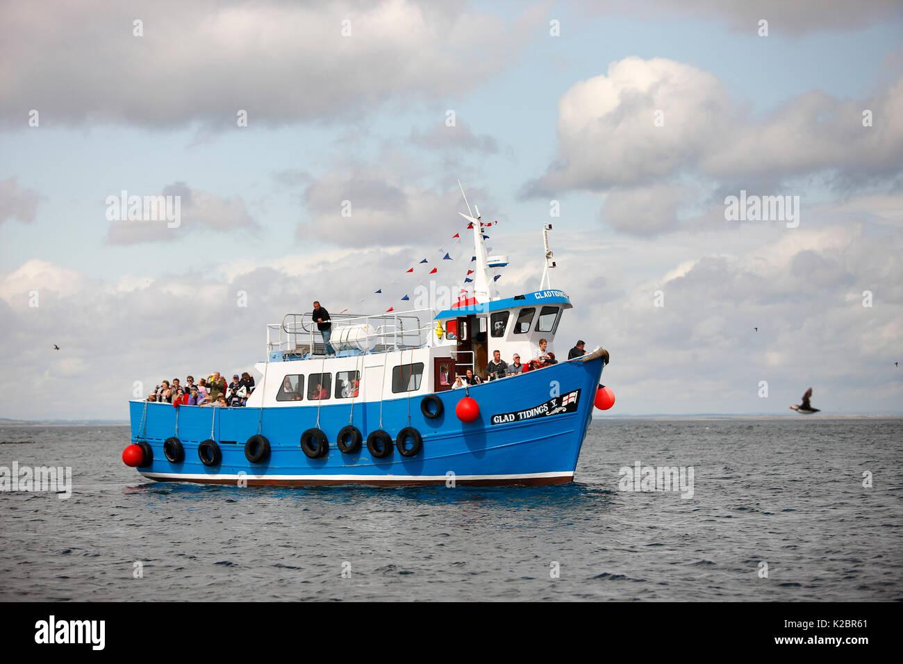 Bateau de passagers voyageant entre les iles Farne et Wooler, Northumberland, England, UK. Juillet 2009. Tous les non-usages de rédaction doivent être effacés individuellement. Photo Stock