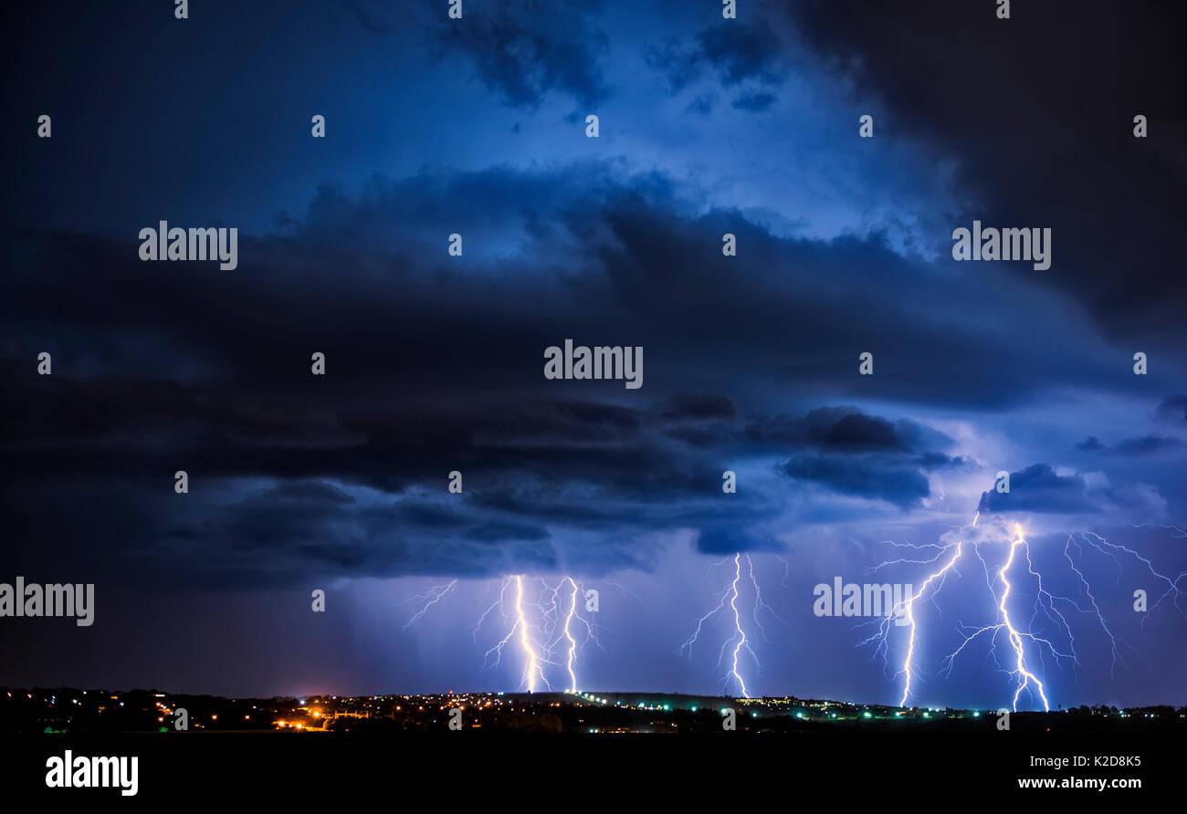 Orage sur la ville la nuit, Pretoria, Afrique du Sud, Décembre 2013 Banque D'Images