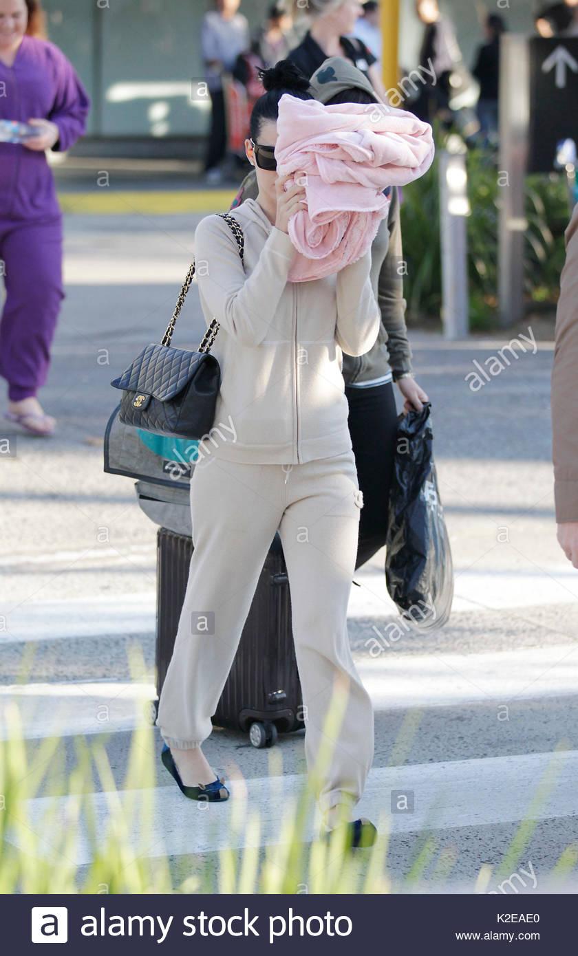 Katy Perry arrive à Melbourne en avant de son  California Dreams  tournée  australienne. À tout à fait occasionnel, Katy est arrivé vêtu d un  survêtement ... 43cb41390d6