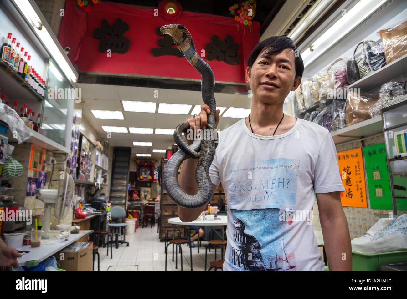 Vendeur de soupe de serpent dans les rues de Kowloon, restaurant à Hong Kong Photo Stock