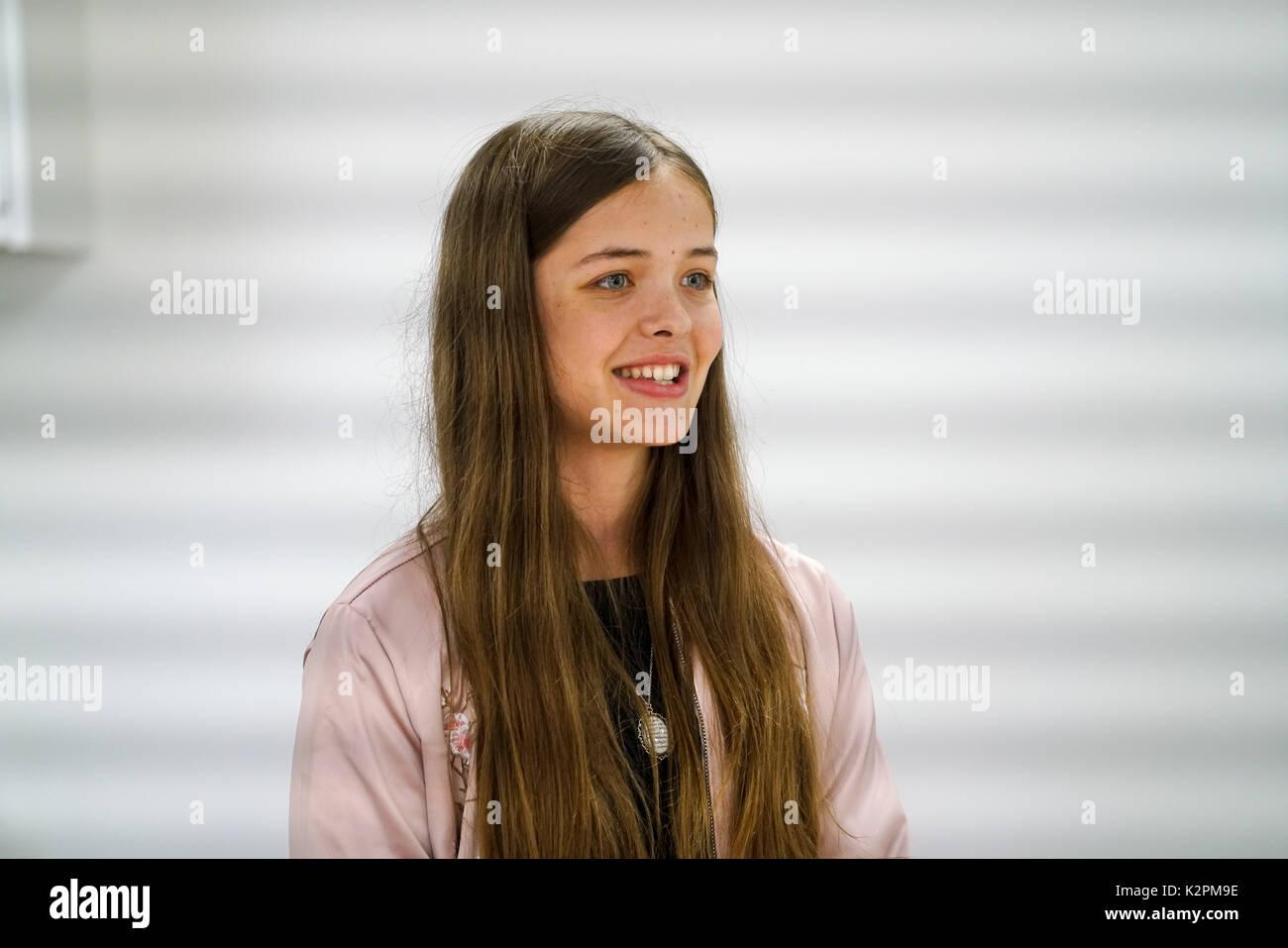 Shaftesbury Avenue, London, England, UK. Août 31, 2017. Josephine Shaw, se préparer à la concurrence à des concerts du maire le parapluie chambres studios de musique avant d'aller tête-à-tête lors de la Grande Finale des concerts pendant le week-end. Credit: Voir Li/Alamy Live News Banque D'Images