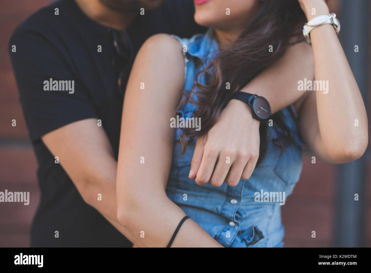 Cropped portrait of young couple embracing ensemble Photo Stock