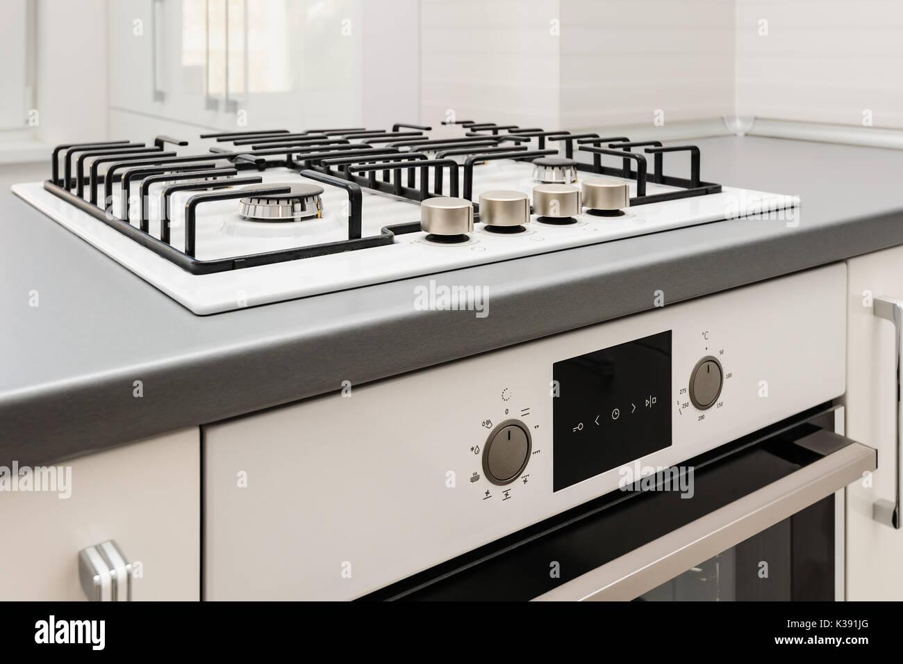 Cuisiniere A Gaz Avec Four Electrique Integre Et A Toute
