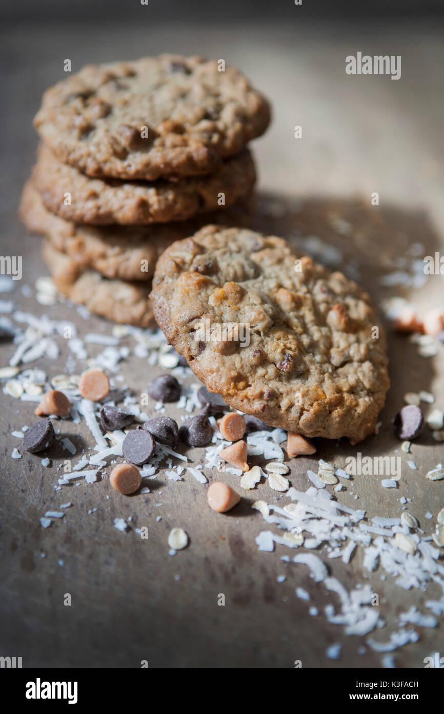 Pile de cookies d'évier de cuisine fait maison Photo Stock