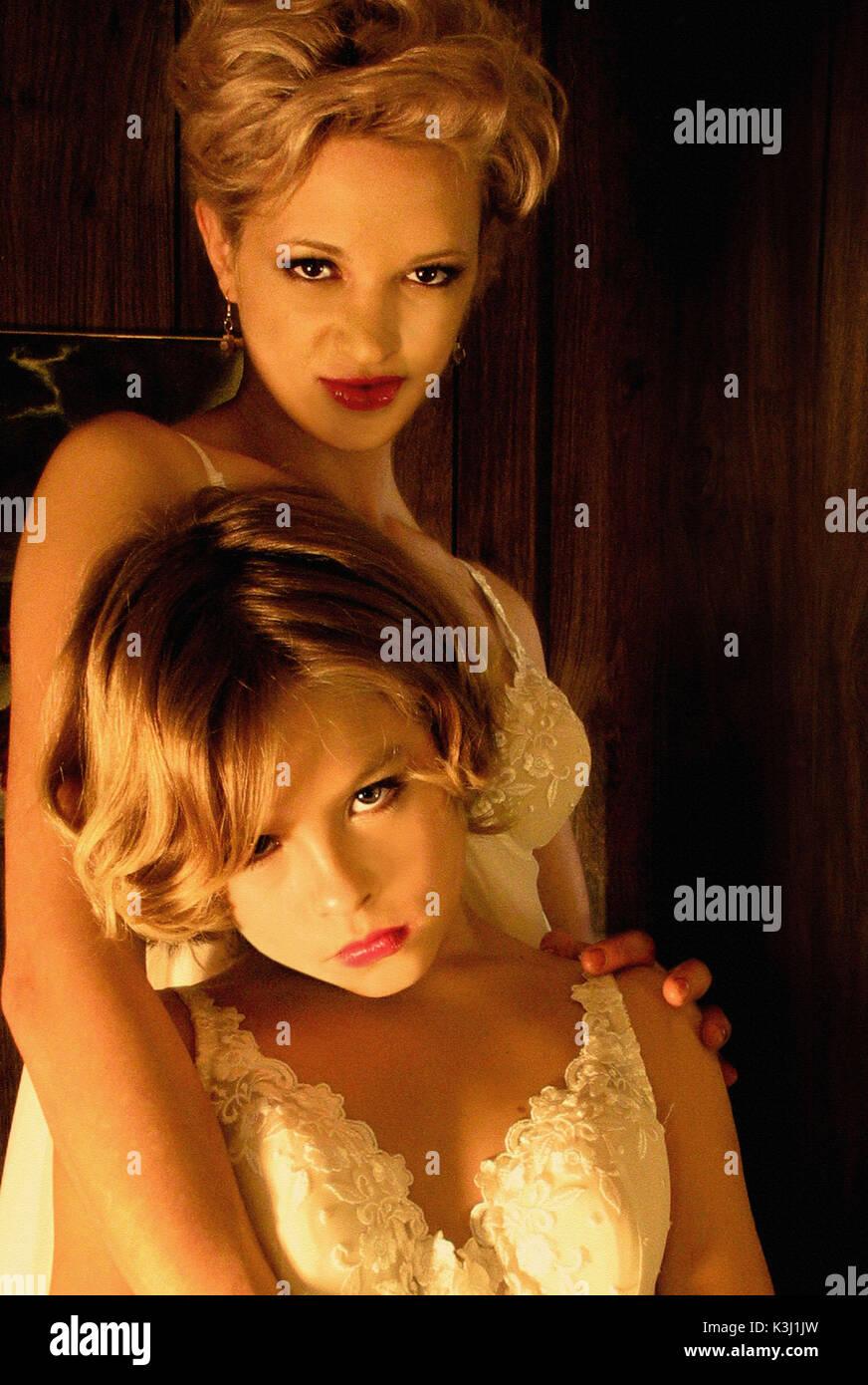 Le coeur est trompeur par-dessus toutes choses Sarah avec Jérémie (Jimmy Bennett) Le coeur est trompeur par-dessus toutes choses Asia Argento, JIMMY BENNETT Date: 2004 Photo Stock