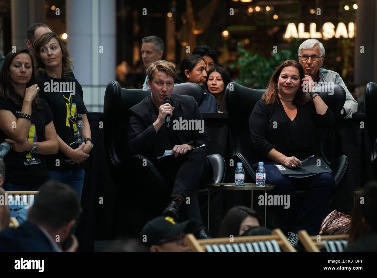 Londres, Royaume-Uni. Sep, 2017 3. Famille, amis, sympathisants et assister pour voir la concurrence pour les autres finalistes du maire de Londres Concerts à Westfield London. Credit: Voir Li/Alamy Live News Banque D'Images