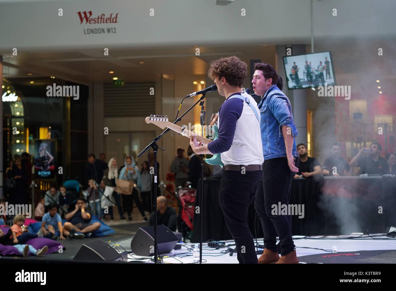 Londres, Royaume-Uni. Sep, 2017 3. Guest singer bande sur mesure de cinq en prestation au maire de Londres Concerts à Westfield London. Credit: Voir Li/Alamy Live News Banque D'Images